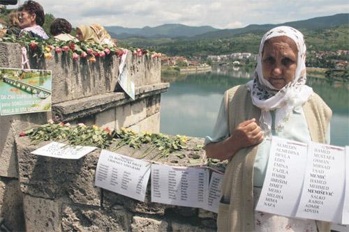 Foto: Biljana Rakočević/Da se nikada ne zaboravi/šesnaest godina od zločina u Višegradu 1992/2008.