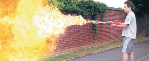 Fotomontaža: Recycle Bin Laden / U svom dvorištu: Domaći zadatak za Vladu - vatreni odgovor na zamrzavanje!