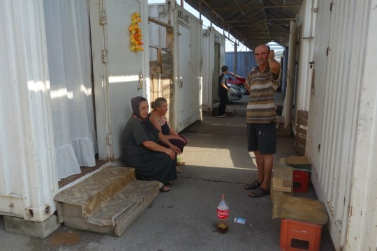 Olgica Subotić, Vera Jakšić, Miroslav Arsić: beda izbeglica ispred kontejnera
