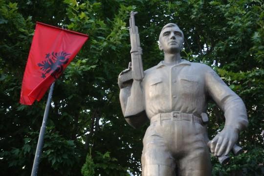 Spomenik pripadniku OVK u Prizrenu