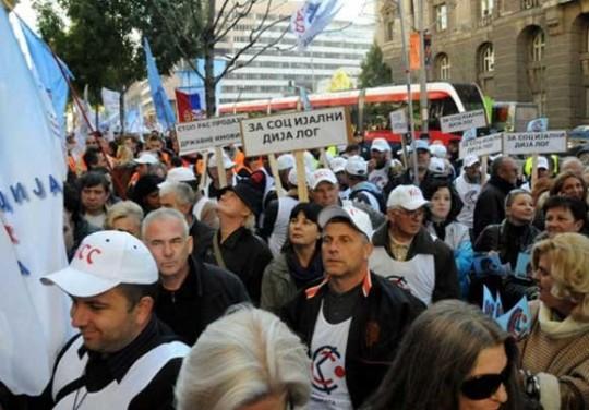 sindikati-u-srbiji-protestovali-protiv-vladinih-mjera-stednje