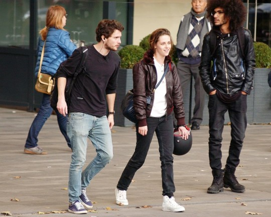 kristen-stewart-on-the-film-set-personal-shopper-1